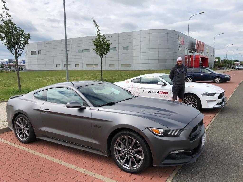 Ford Mustang Autoškola jinak